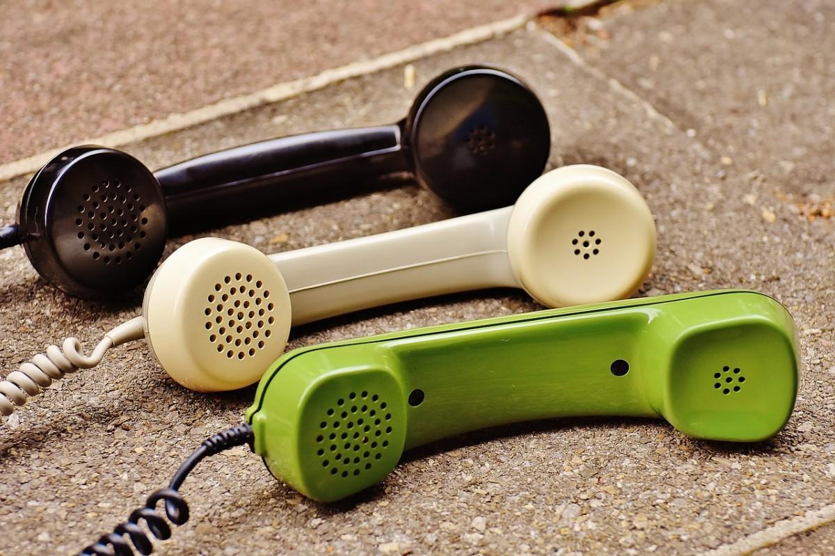 telephone-handset-1678306_1280.jpg